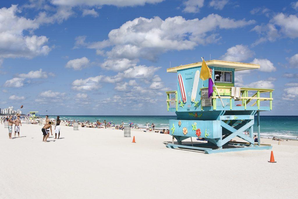 Petite maison des sauveteurs sur la plage de Miami Beach