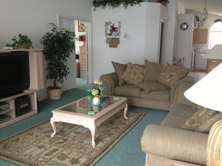 salon villa meublee investissement en floride avec auxandra