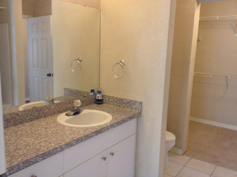 salle de bain AZ2 de ce condo en vente a orlando