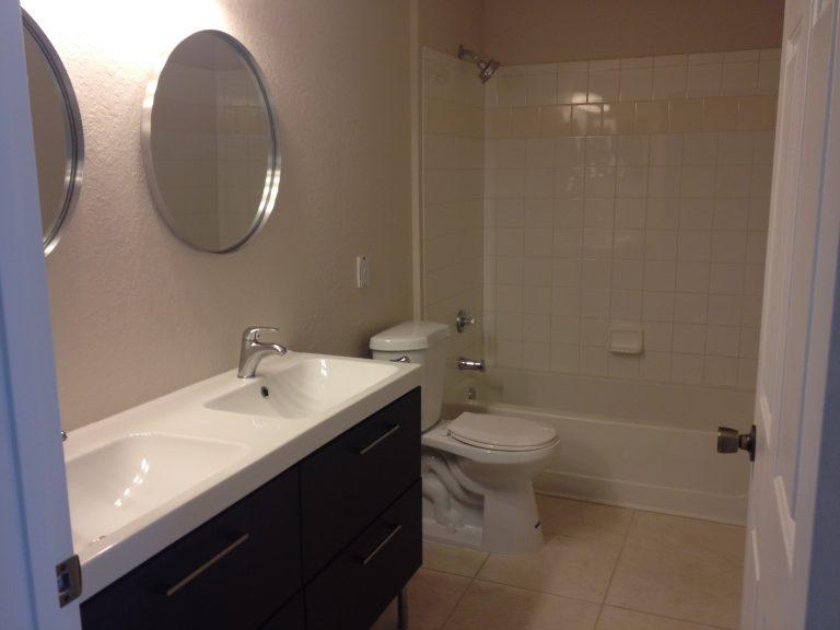 salle de bain du condo a vendre MD1 a orlando en floride dans la residence madison