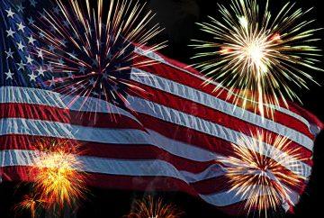 Drapeau américain durant la fête du 4 juillet : l'indépendance des USA