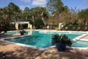 autre vue de la piscine dans une résidence de condos à Orlando