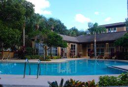 piscine de la residence Pin Oak avec des condos a vendre en floride