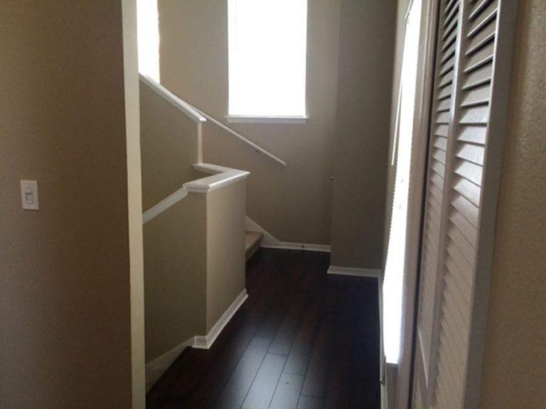 couloir menant a l'escalier du condo cpm8 a vendre en floride