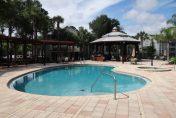 Piscine d'une résidence de condominiums en Floride
