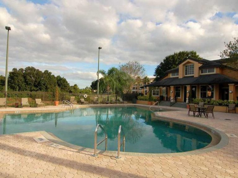 belle piscine de la residence sun brook en floride