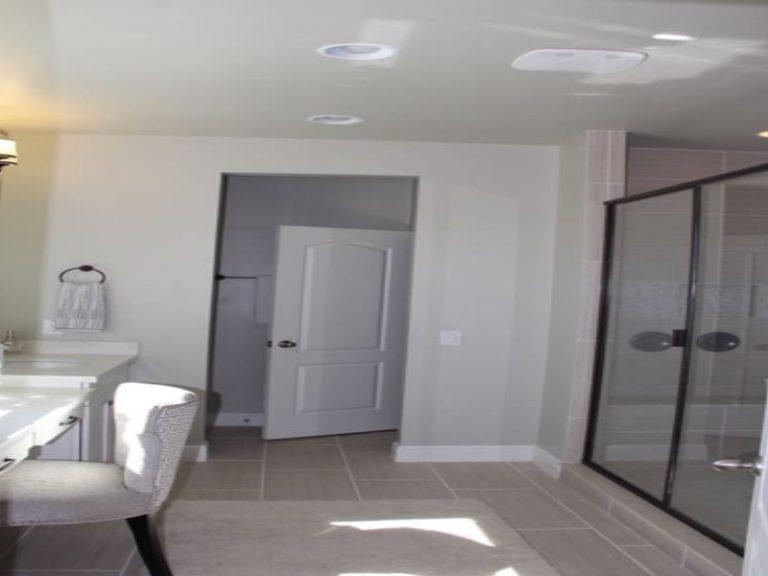 salle de bain de la suite parentale avec douche italienne