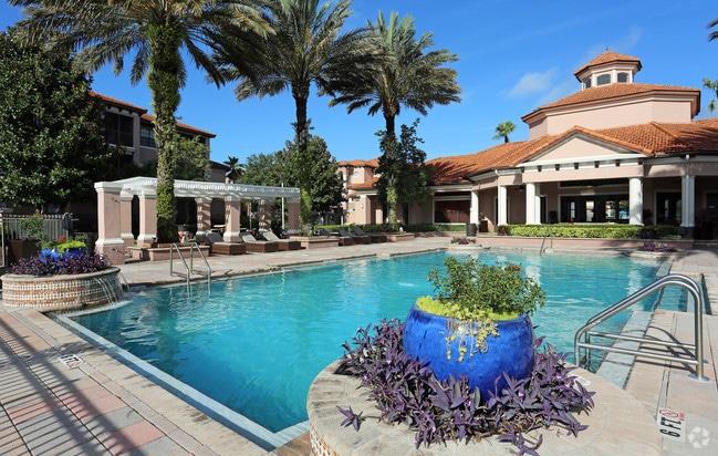 piscine dans une résidence d'appartements en Floride