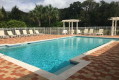 piscine privée réservée aux habitants de la résidence d'appartements