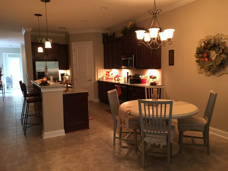 la cuisine et le coin salle à manger