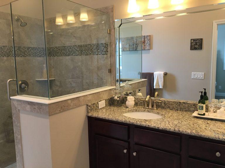 salle de bain des invités avec marbre