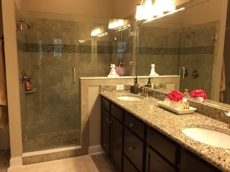 Salle de bain de la suite parentale avec deux vasques