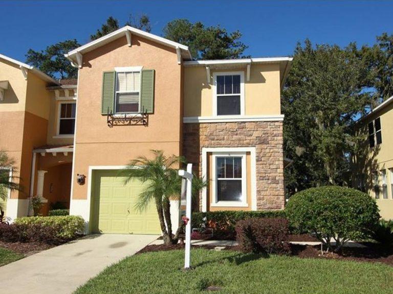 facade d'une jolie petite maison de ville en Floride