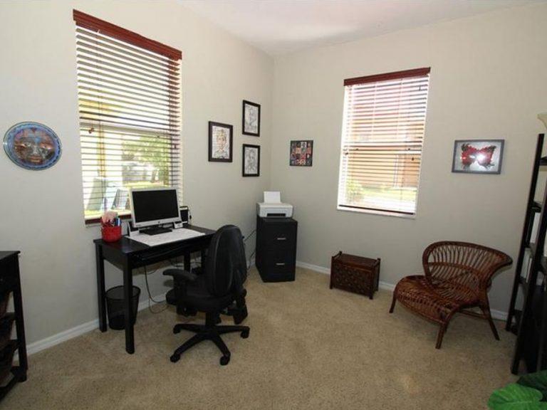 bureau ou chambre d'amis d'une maison de ville