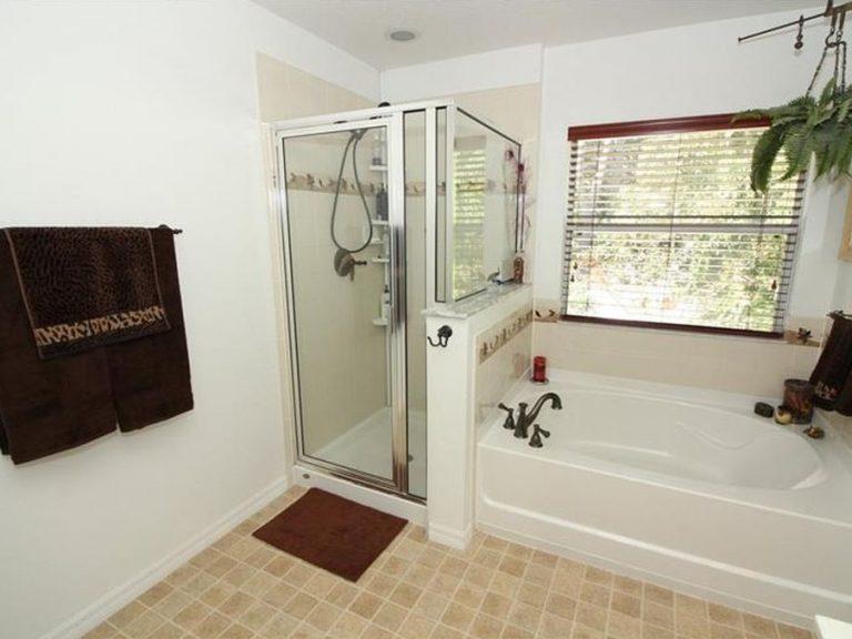 Une des deux salle de bain présentes dans la maison de ville