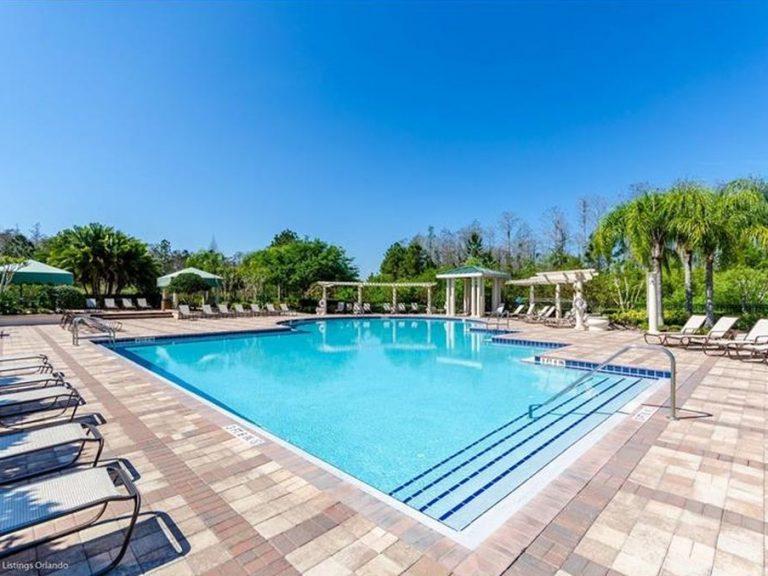 piscine réservée aux propriétaires et aux locataires