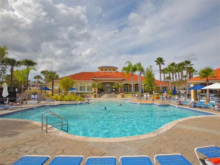 piscine privée réservée aux résidents
