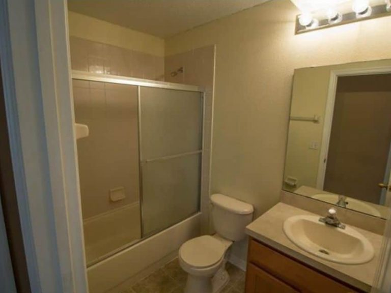 salle de bain des invité avec une vasque