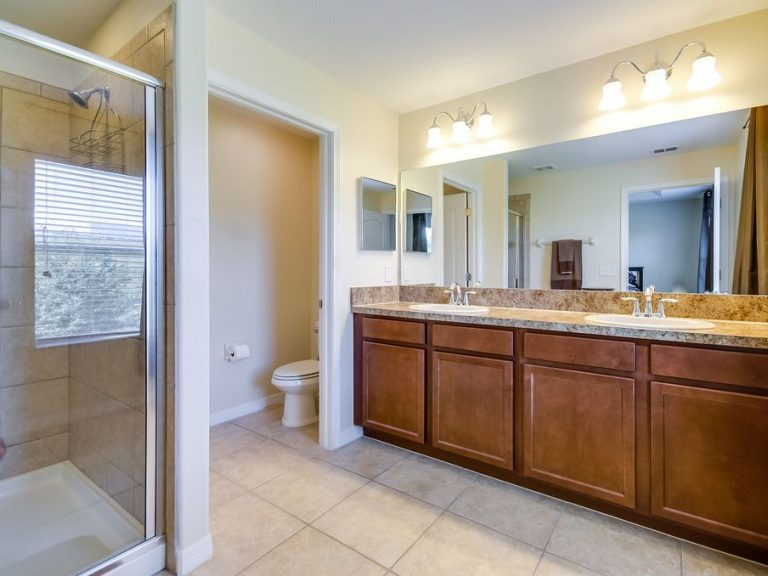 salle de bain de la suite parentale avec marbre