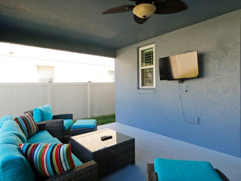 salon d'extérieur sur une terrasse couverte