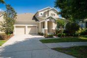 piscine et clubhouse d'un complexe de villas en Floride