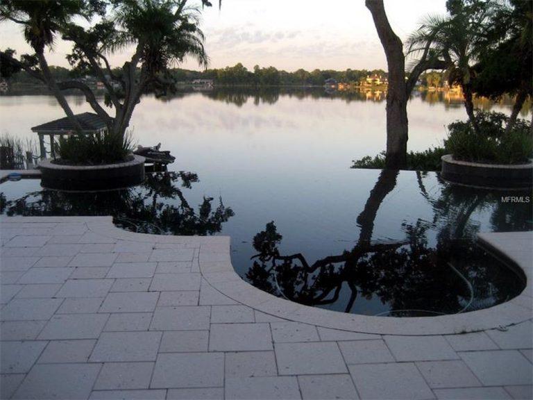 vue sur un lac en Floride depuis une villa