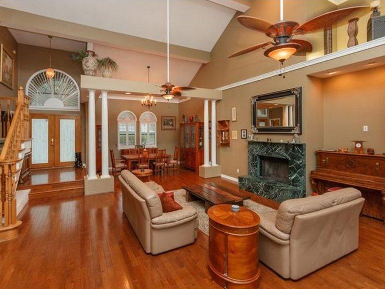 Spacieux salon d'une villa de luxe à Orlando