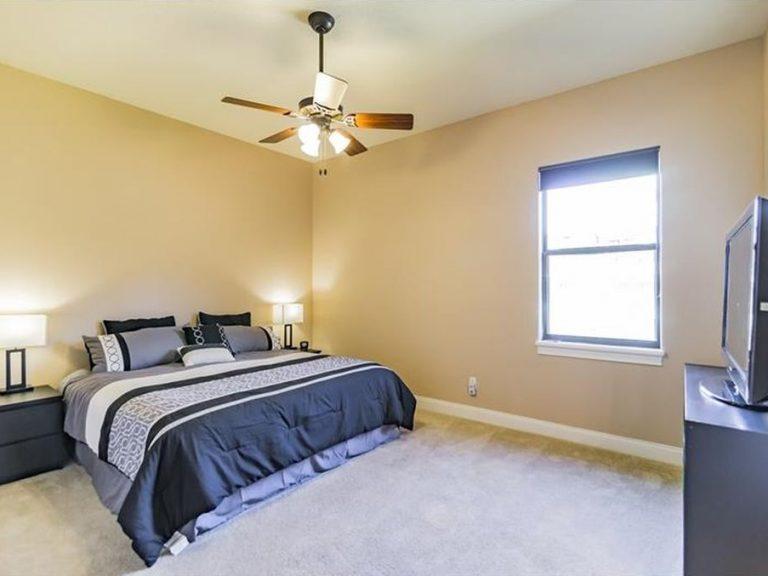 chambre principale avec lit king size