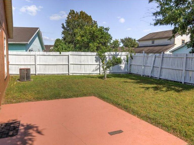 jardin privé et cloturé