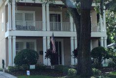 devanture d'une maison de type colonial à Orlando en floride
