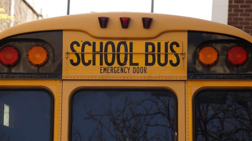 shool bus aux usa. La cotation des ecoles est liée à l'immobilier