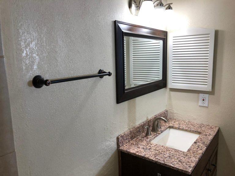salle d'eau avec finition en marbre