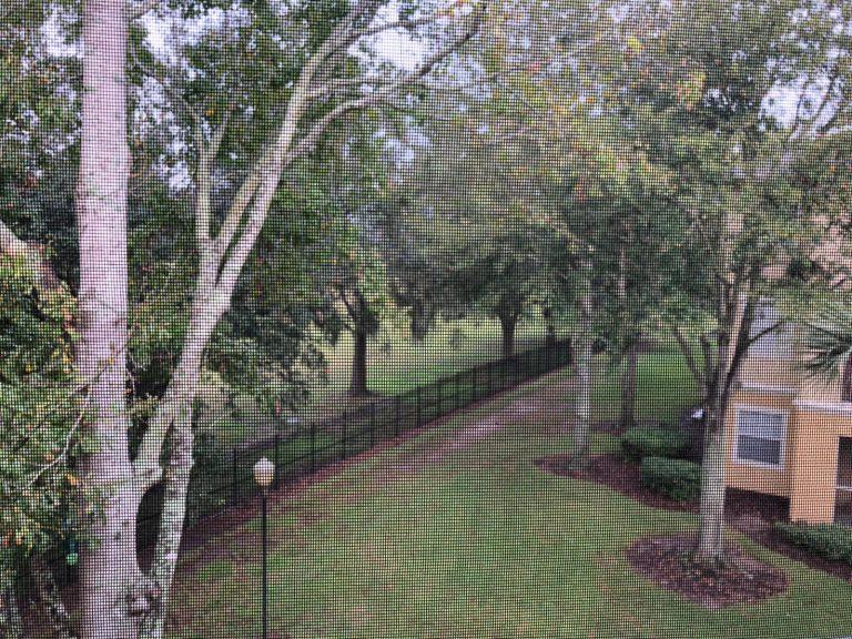 vue sur le jardin de la résidence d'appartements