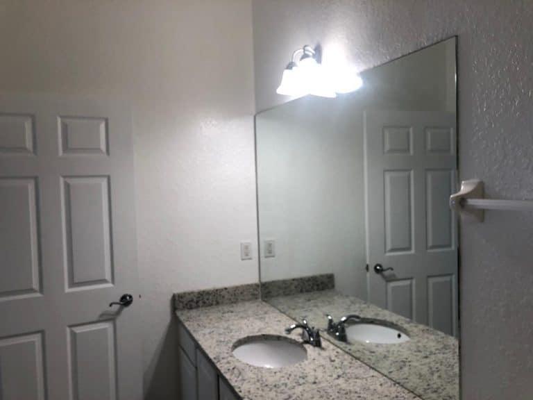 Salle de bain principale d'un condo à Orlando