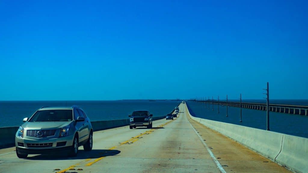 Le pont qui mene le visiteur dans les keys de Floride