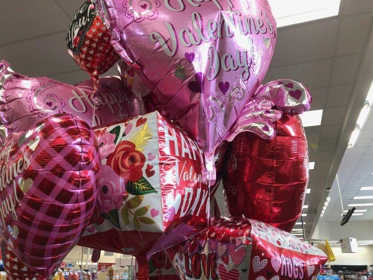Les magasins de Floride vendent des ballons spéciaux pour la Saint Valentin