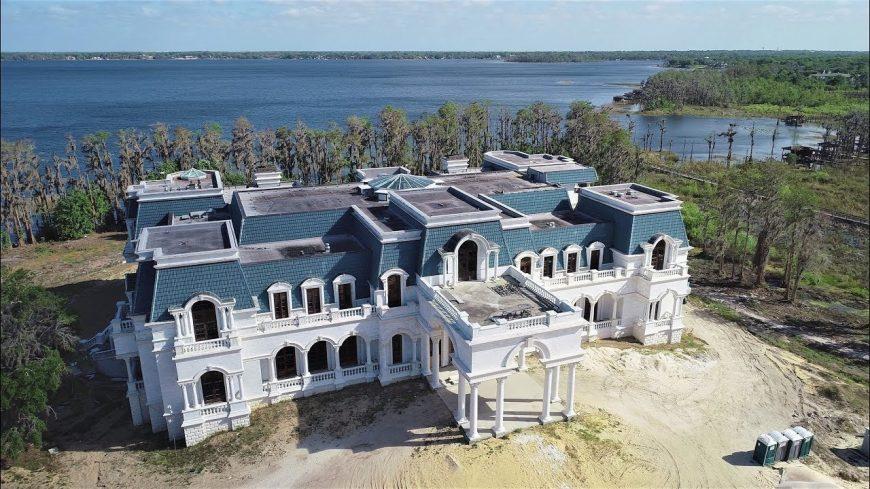 """La villa de luxe de D. Siegel appelée """"Versailles"""" à Windermere à coté d'Orlando en Floride."""