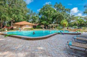 piscine dans une résidence d'appartements a orlando