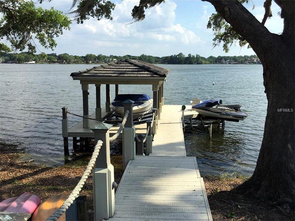 Ponton privé d'une villa à vendre à Orlando sur un lac